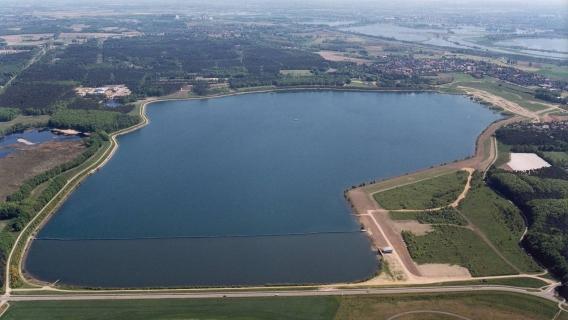 Grote schoonmaak waterreservoir bij Heel en Beegden